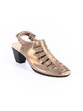 Soft Walk Sandals Size 7 1/2