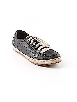 Taos Sneakers Size 7 1/2