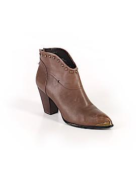 B Makowsky Ankle Boots Size 8