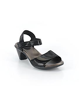 Aravon Heels Size 8 1/2