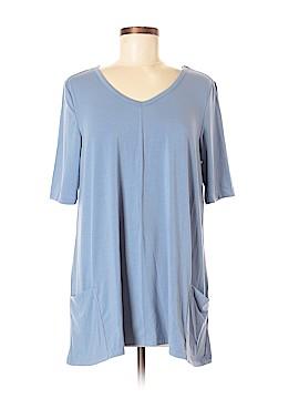 Travelsmith Short Sleeve T-Shirt Size M (Petite)