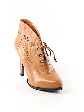 B Makowsky Ankle Boots Size 7 1/2