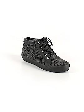 Dav Sneakers Size 7
