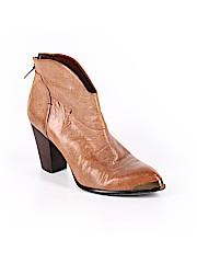 B Makowsky Ankle Boots