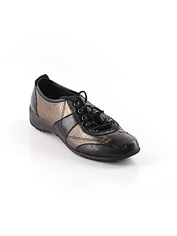 Munro American Sneakers Size 4