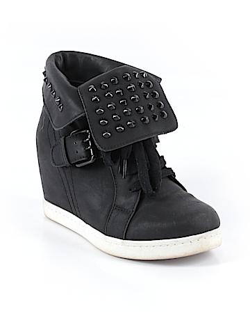 Wild Diva Sneakers Size 5 1/2