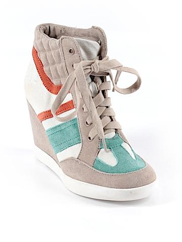 BC Footwear Sneakers Size 6