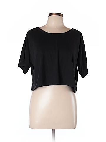 Delia's Short Sleeve T-Shirt Size L