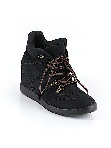 Shoedazzle Sneakers Size 7