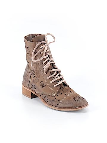 Essenza Boots Size 37 (EU)