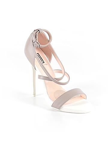 Signature Heels Size 6 1/2