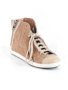 Pour La Victoire Sneakers Size 7
