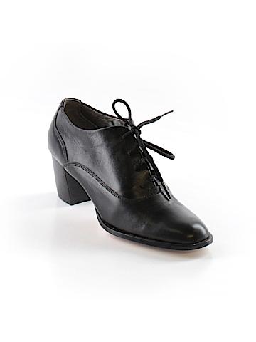 Via Venetto Heels Size 4 1/2