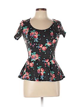 Delia's Short Sleeve Top Size L